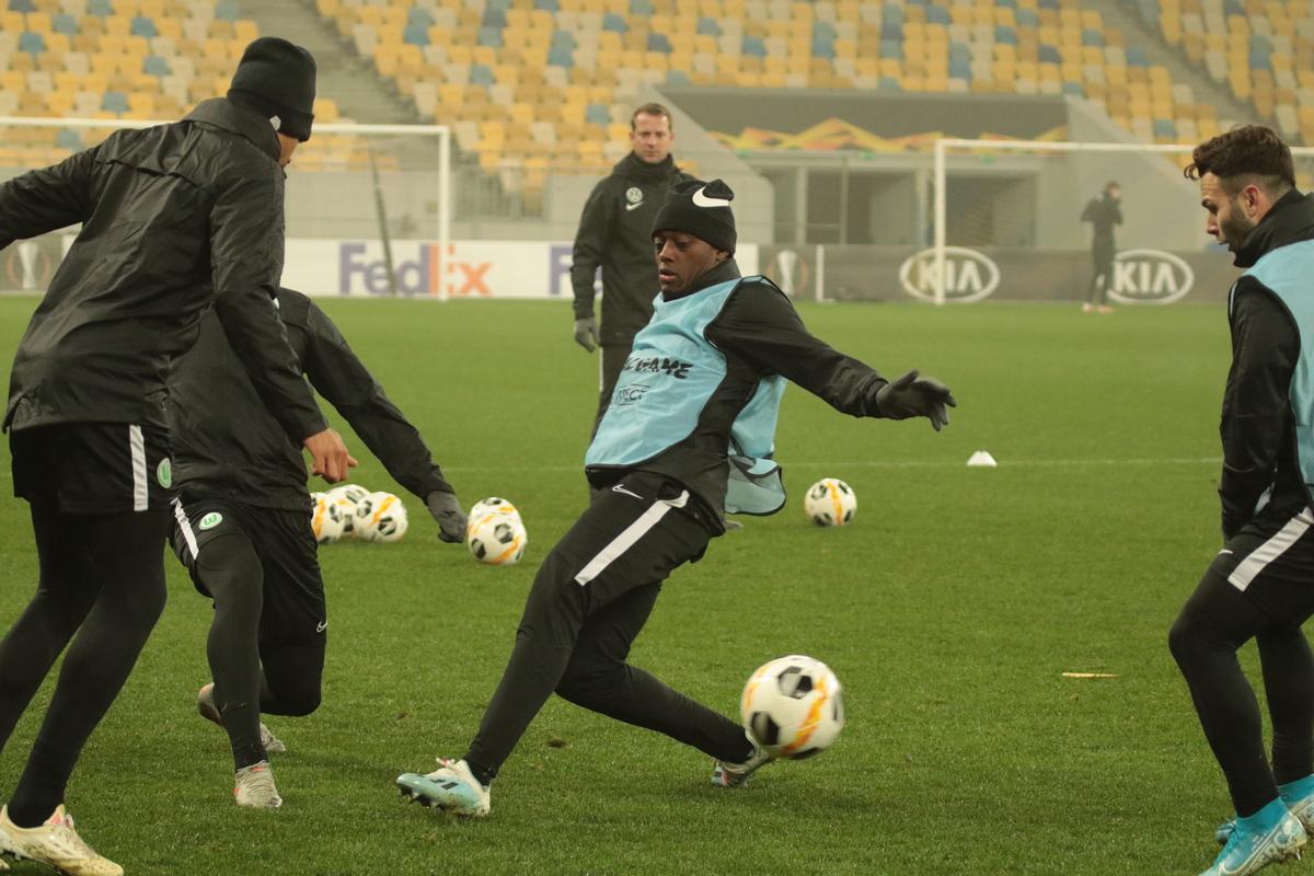 ЛЄ: Футболісти «Вольфсбурга» провели відкрите тренування. Фоторепортаж